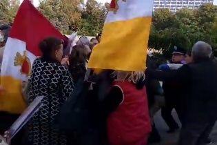 """На Куликовому полі в Одесі сталися зіткнення, активіста """"Правого сектору"""" затримано"""