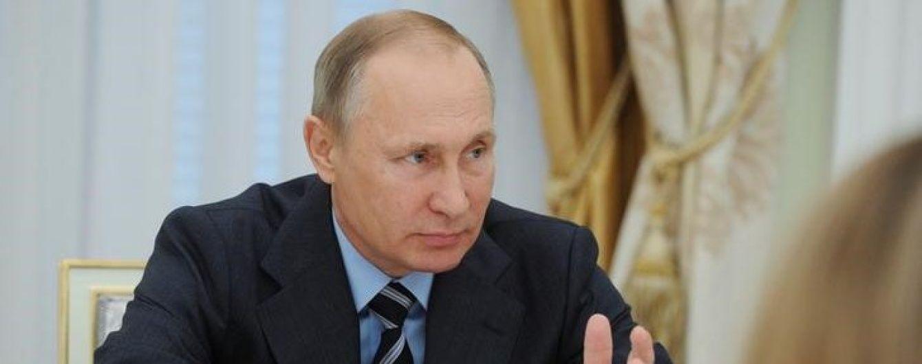 Путін збирається з візитом до Франції, попри небажання Олланда