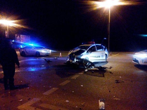 У Львові коп-патрульний спричинив аварію й розбив службову Toyota