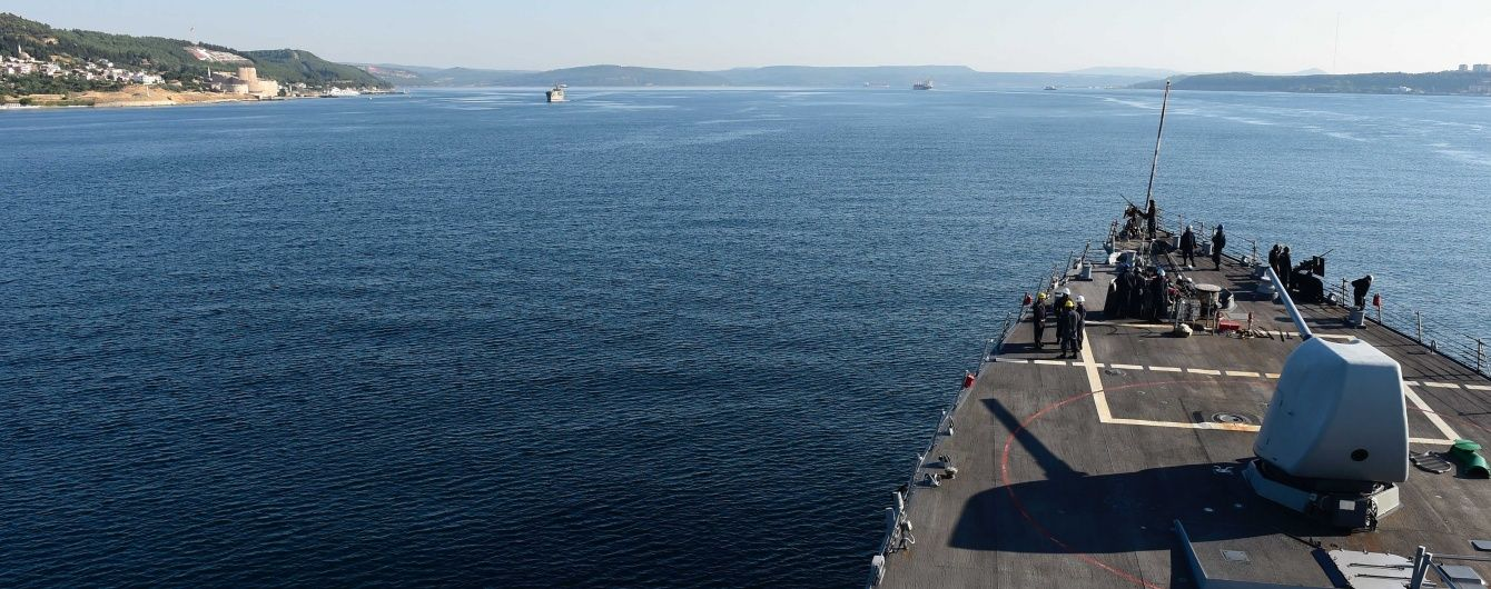 Третий раз за неделю у берегов Йемена обстреляли эсминец США