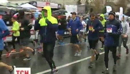 У столиці попри негоду відбувся Київський міжнародний марафон