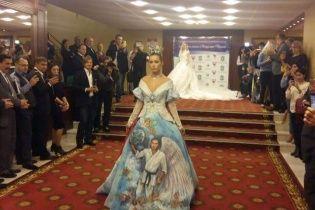 У Мережі висміюють весільну сукню з принтом крилатого Путіна на повний зріст