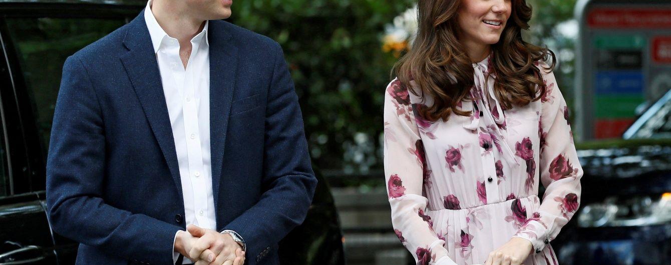 Герцогиня Кембриджская вышла в свет в ярком цветочном платье