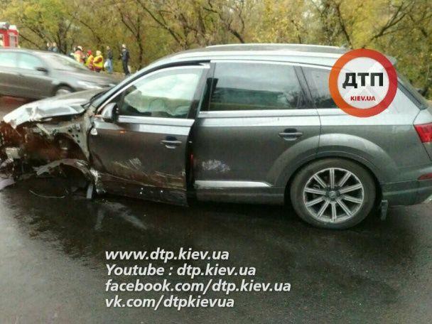 Шматки металу і знищені авто: у Києві унаслідок кривавої ДТП загинув водій