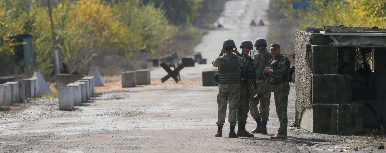 Бойовики посилили обстріли на Луганщині, поранено українського військового - ВЦА