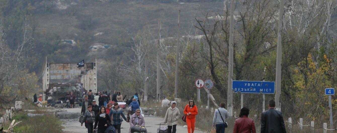 Боевики на мосту в Станице Луганской захватили в заложники женщину с инвалидностью - СМИ