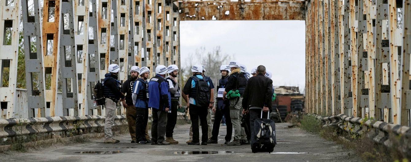На Луганщине вооруженный мужчина на ломаном русском угрожал расстрелять наблюдателей ОБСЕ