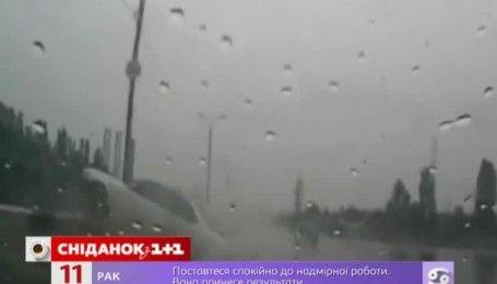 Осторожно, осень: какие ошибки допускают водители и пешеходы при ухудшении погодных условий