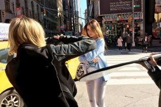 Хрупкая Надя Дорофеева позировала посреди улиц Нью-Йорка