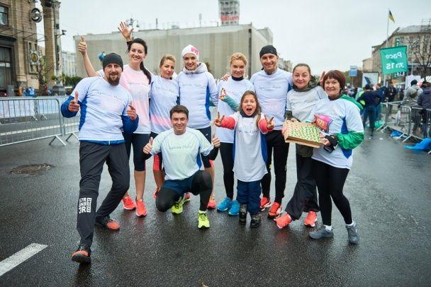 Ліда Таран і команда зірок пробігли заради хворих дітей дистанцію під холодною зливою