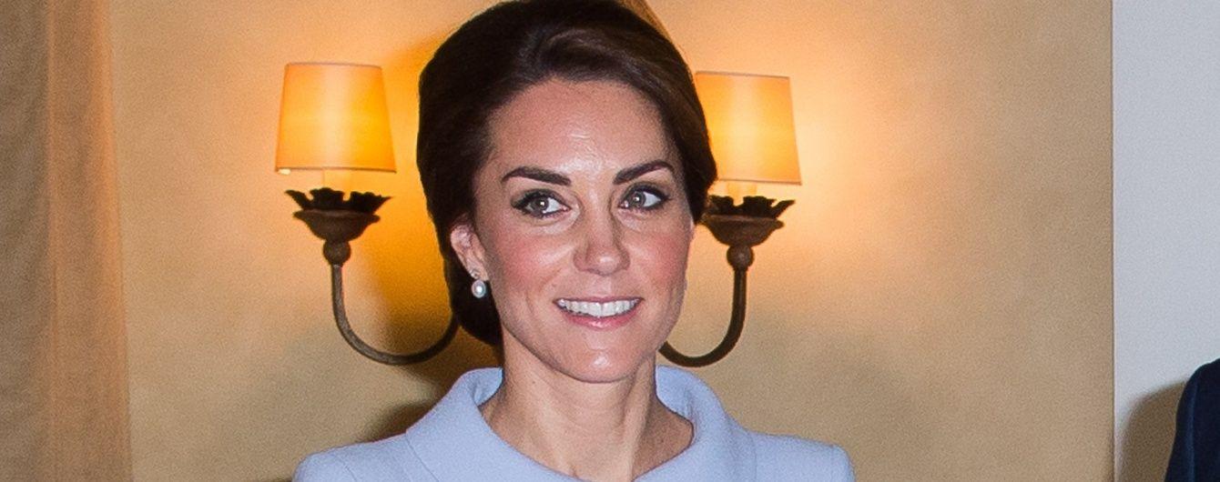 В элегантном наряде и с любимым клатчем: герцогиня Кембриджская на встрече с королем Нидерландов
