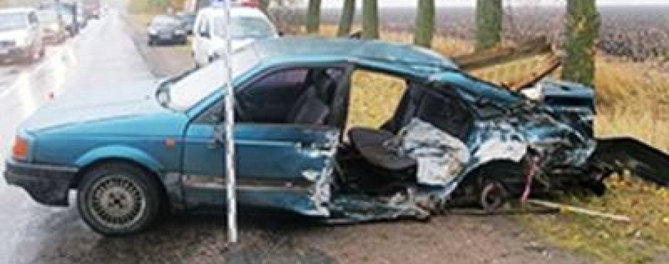 На Київщині потужно зіткнулися ВАЗ та Volkswagen, є жертви