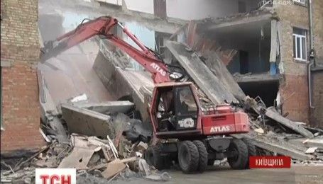 В Василькове до сих пор продолжаются работы спасателей