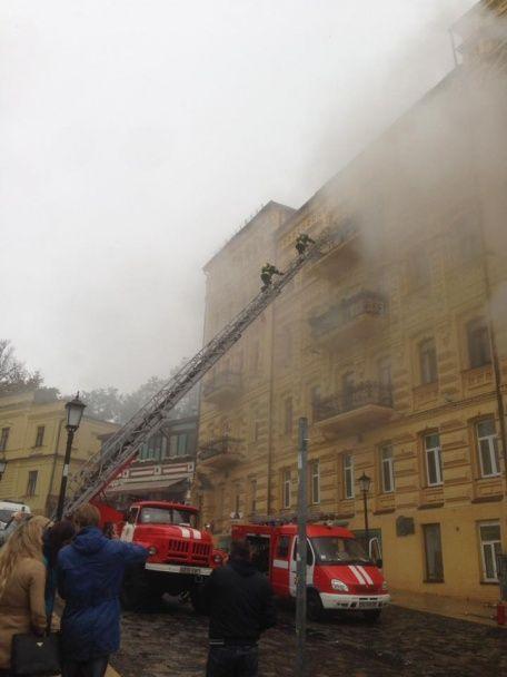 Пожар в Киеве: из задымленного дома на Андреевском спуске эвакуировали людей