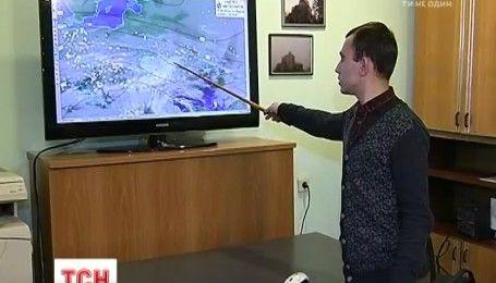 Ливни, снег, шквальный ветер: Балканский циклон завтра накроет Украину
