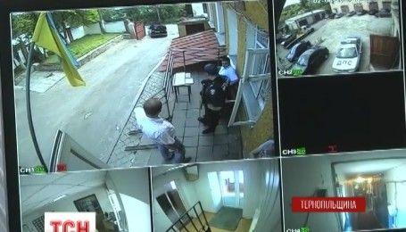 Затримали на гарячому: на Тернопільщині капітан поліції вимагав хабар