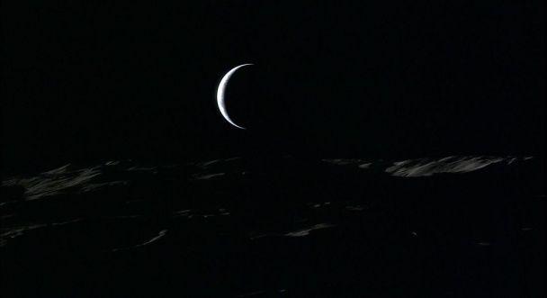 Земля заходить за горизонт: у Мережі з'явилися унікальні знімки космосу