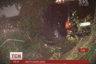 Во Львове пьяный экс-сотрудник полиции сбил двух пешеходов на тротуаре