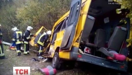 На Хмельниччині зіткнулися фура та мікроавтобус, є загиблі