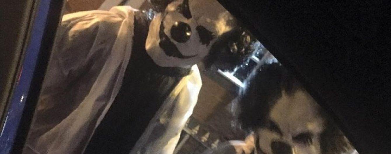 У Британії вулицями гуляють моторошні клоуни з ножами