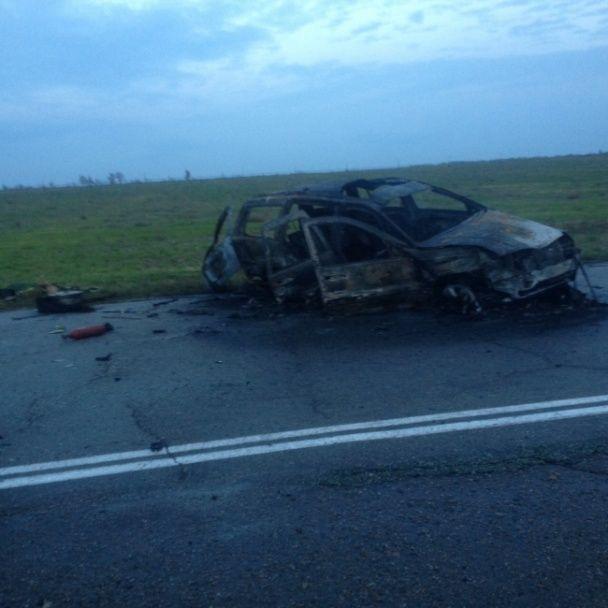 """Потужна ДТП під Мелітополем: джип перекинув """"Газель"""" із пасажирами і спалахнув"""