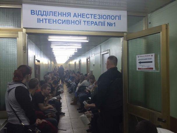 В Днепре полтысячи человек пришли сдать кровь для раненых бойцов