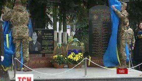 Мемориал в честь погибших воинов-связистов сегодня открыли в Киеве
