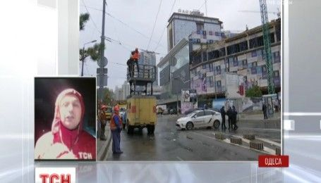 В Одесі не вщухає негода: у місті повалено більше сотні дерев