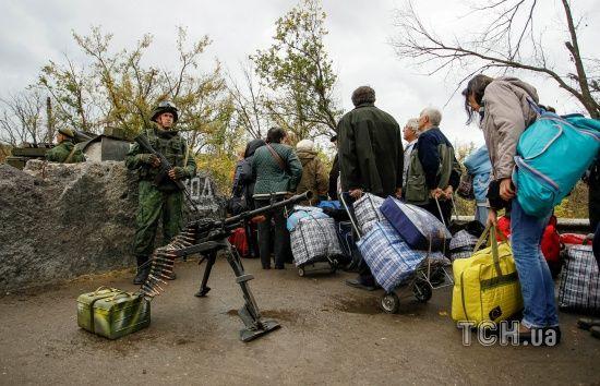 Бойовики зірвали розведення сил у Станиці Луганській, обстрілявши позиції українських військових