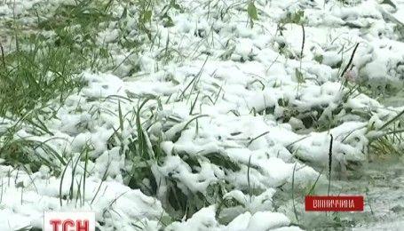 Снег, дожди и шквальный ветер: Украину накрыл мощный циклон