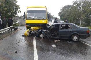 На Львівщині легковик на швидкості протаранив маршрутку з пасажирами