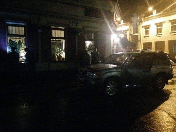 """В """"кошачьем"""" кафе Херсона расстреляли криминального авторитета"""