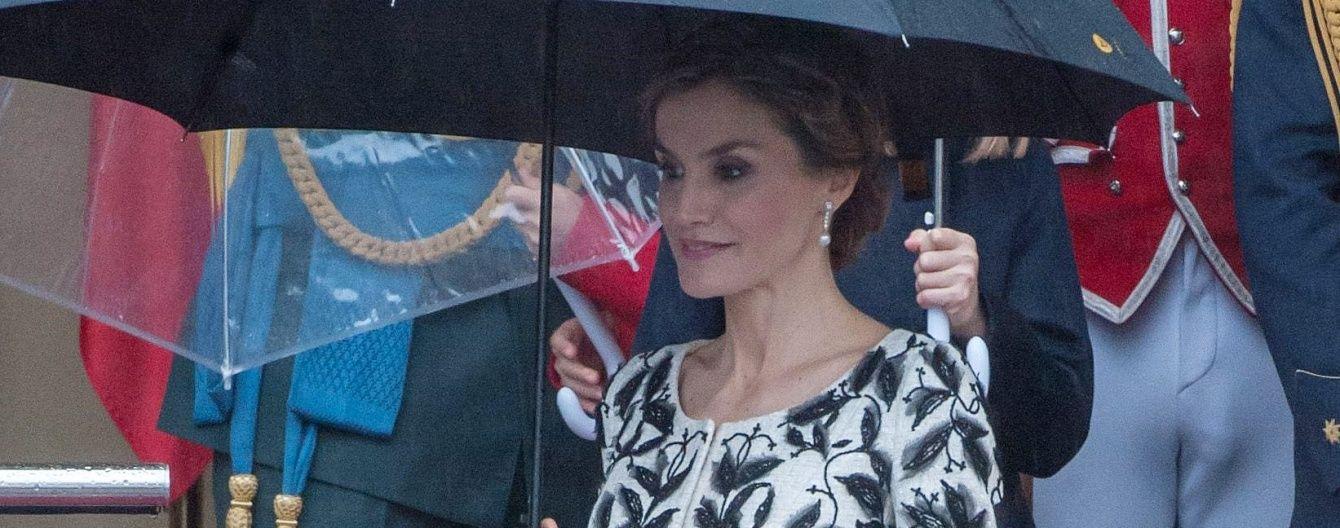 Не хуже герцогини Кембриджской: испанская королева Летиция подчеркнула фигуру стильным пальто