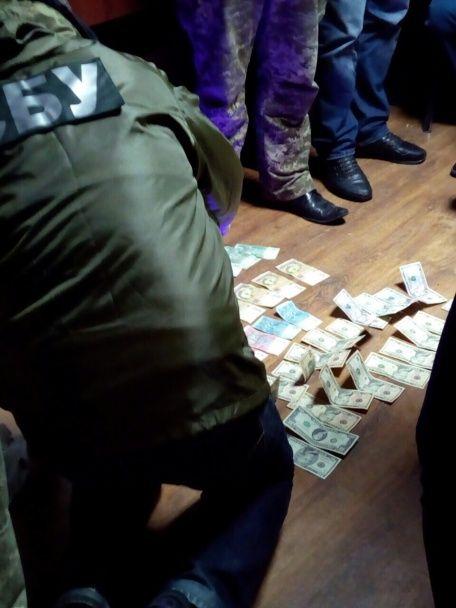 На Буковине главный инспектор таможни погорел на взятке