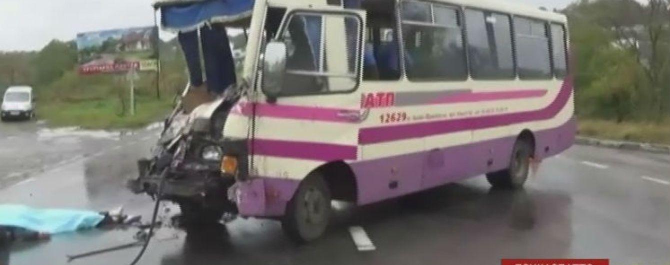 На Прикарпатье возросло количество жертв ДТП автобуса и грузовика