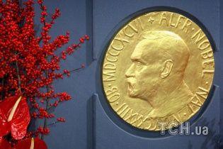 Клітинний годинник,гравітаційні хвилі та емоційна література: Нобелівська премія-2017. Інфографіка