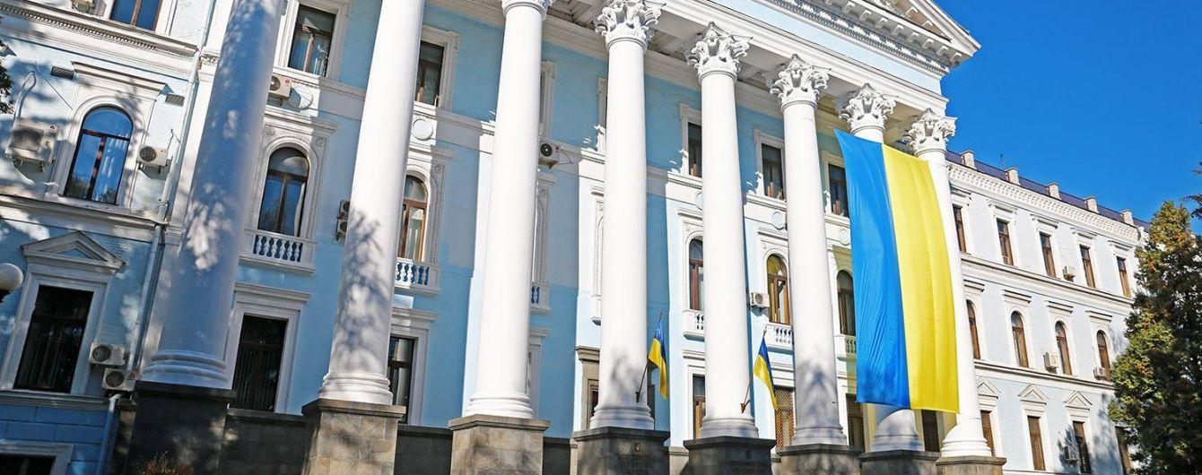 На будівлі Міноборони з'явився величезний український прапор