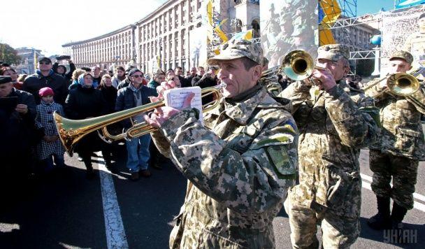 Покладання квітів та святковий парад. Як українці відзначили День захисника країни