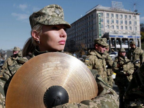 Возложение цветов и праздничный парад. Как украинцы отметили День защитника страны