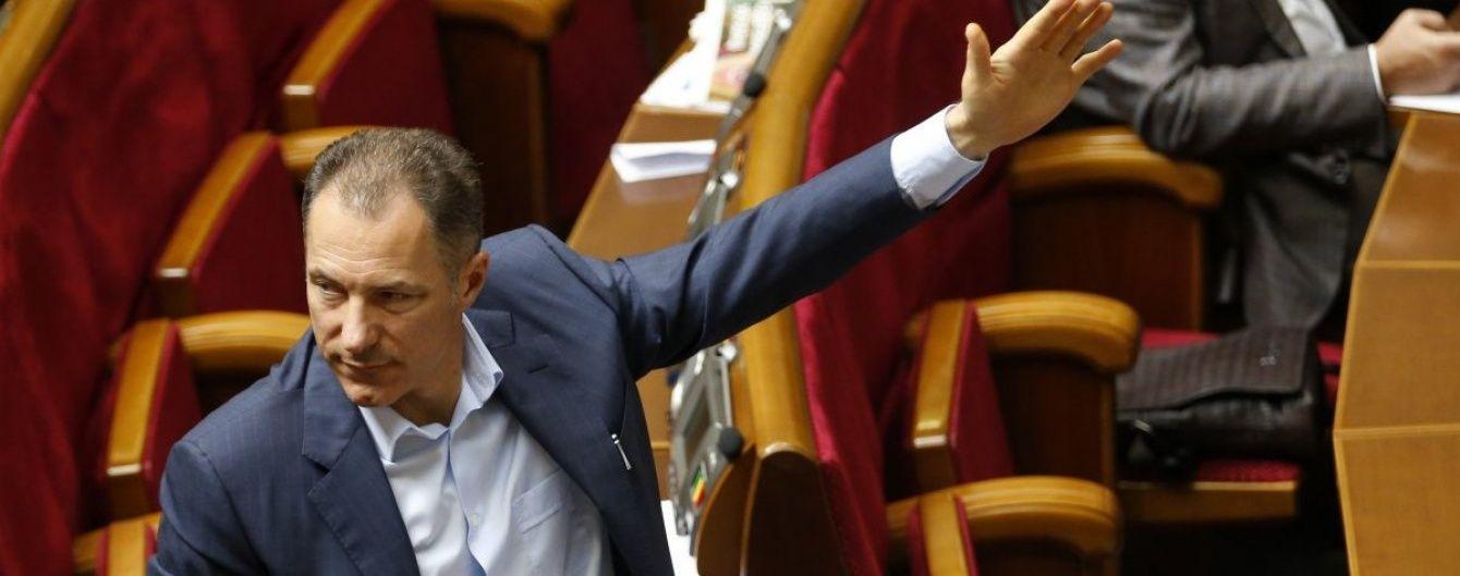 Екс-регіонал Рудьковський відпочивав із брюнеткою в елітному готелі на Лазуровому узбережжі
