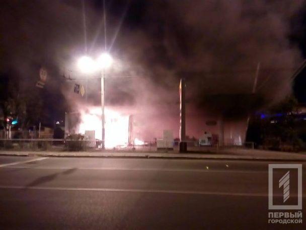 В Одессе легковушка врезалась в АЗС – произошли два взрыва и мощный пожар