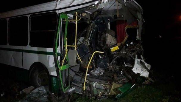 Появились фото аварии армейского БТР и автобуса на Донетчине