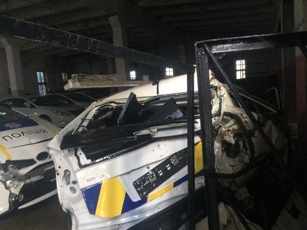 """В Сети набирают популярности фото """"могильника"""" разбитых полицейских авто"""