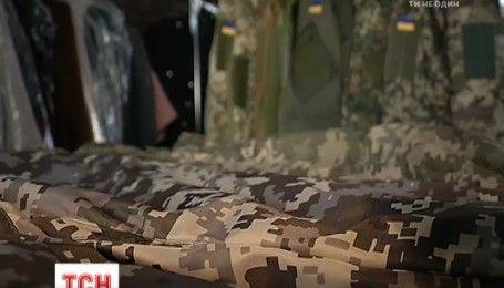 Швейные фабрики благодаря хитрым схемам зарабатывают на новой форме для полиции и бойцов АТО