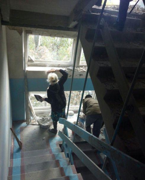 Боевики разгромили кафе, пятиэтажку и жилые дома в Марьинке