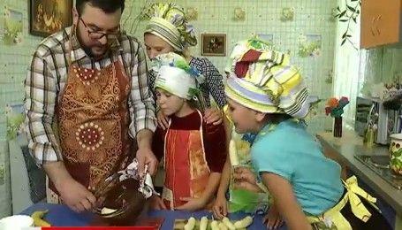 В школе-интернате в Черниговской области появилось гигантское дерево и лавки-карандаши