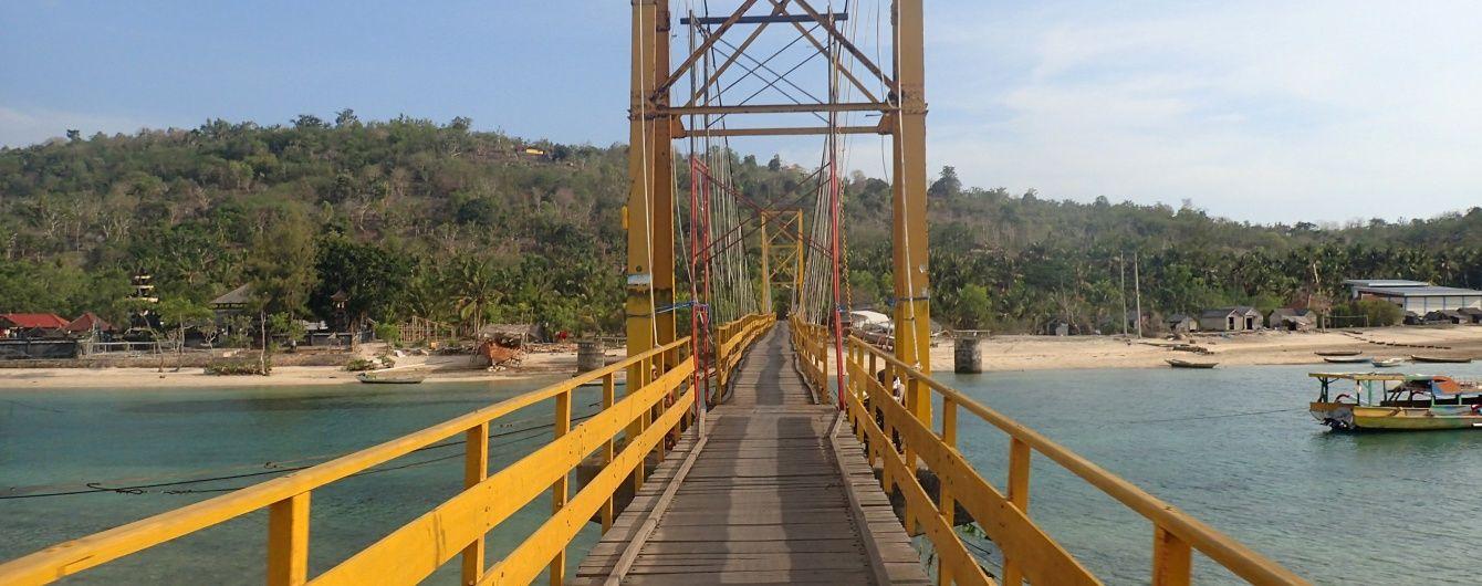 В Индонезии недалеко от Бали завалился заполненный людьми мост, есть погибшие