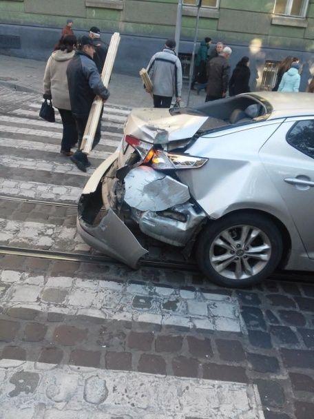 Во Львове несколько ДТП остановили движение трамваев