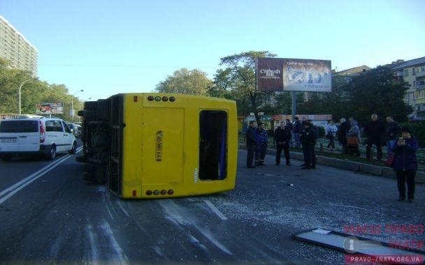 В Броварах от мощного удара фуры маршрутку с пассажирами отбросило на десятки метров
