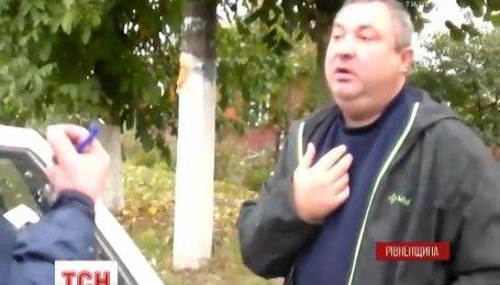 Пьяный водитель избил полицейского в Ровенской области
